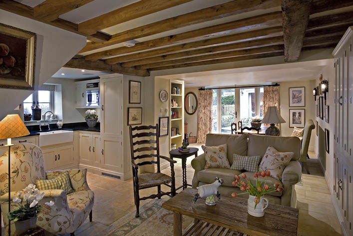 Modern country style cotswold cottage house tour Chic country house architecture with adorable interior design
