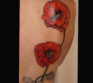 Maci rosii - tatuaj cu flori