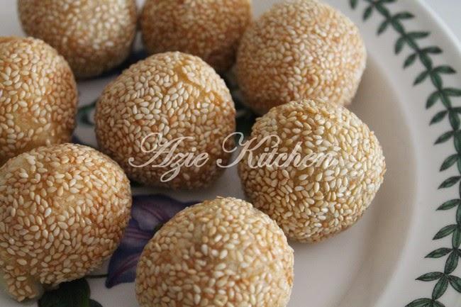 Kuih Bom Inti Kacang Hijau Sedap Azie Kitchen