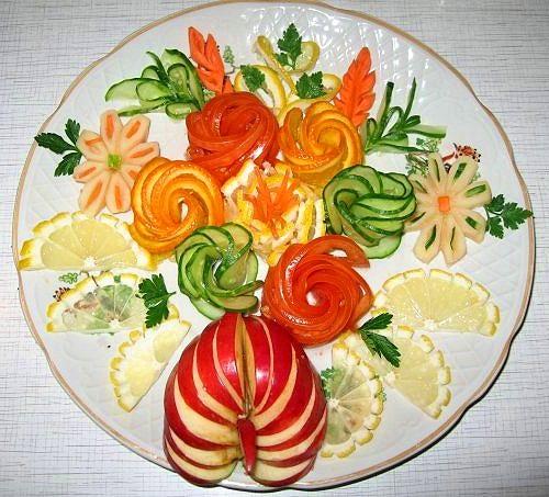 Украшений из овощей и фруктов