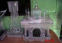 Miniatur Masjid dari Pecahan Kaca dan Bola Lampu | Bumiku