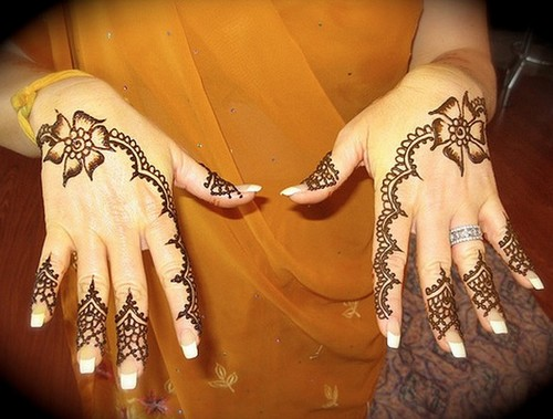 Beautiful Mehndi Hands Pics : Mehndi designs for hands simple and beautiful