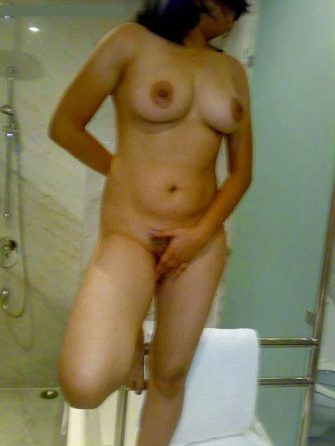 tante telanjang di hotel