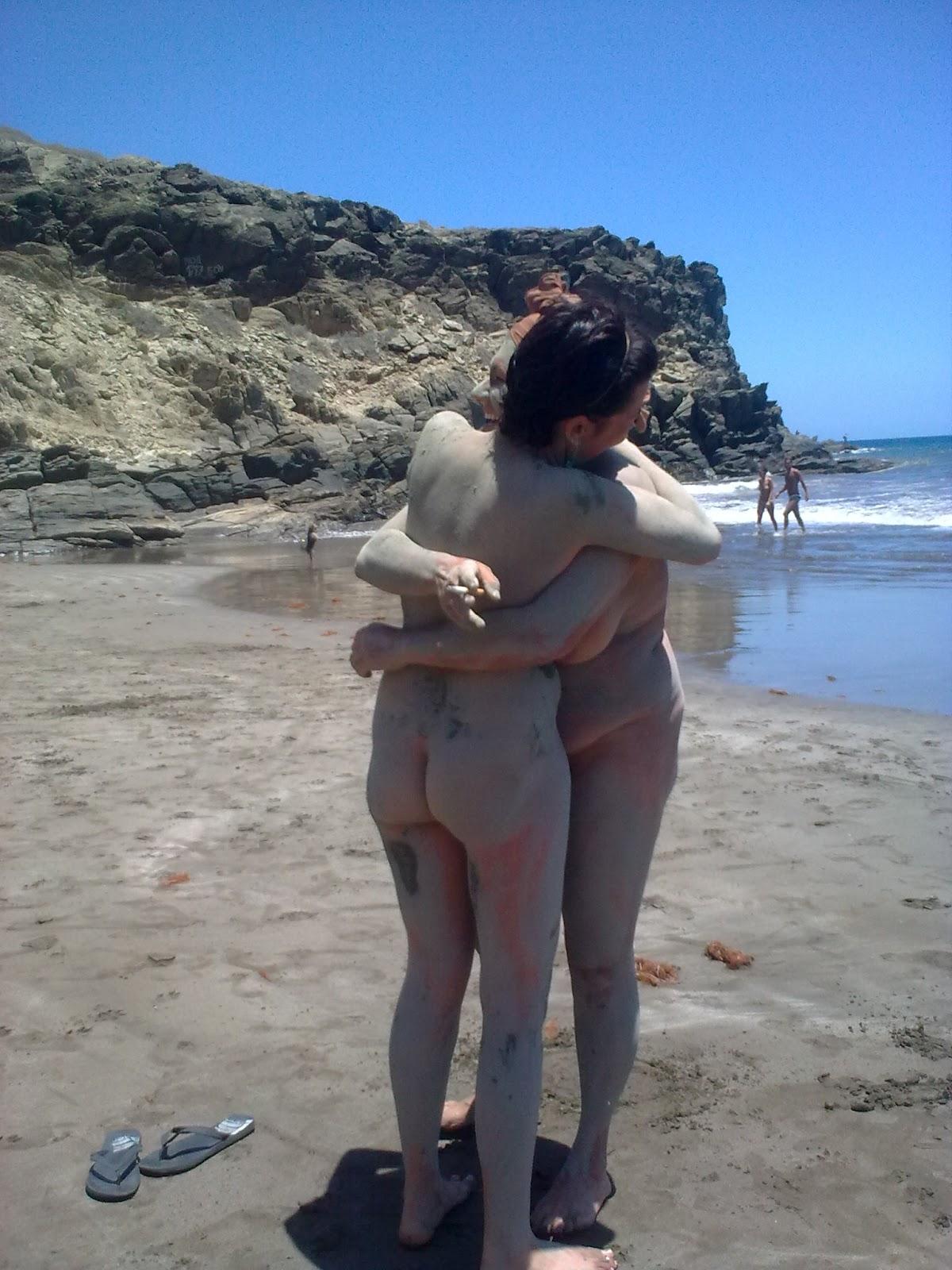 foto persona playa nudista: