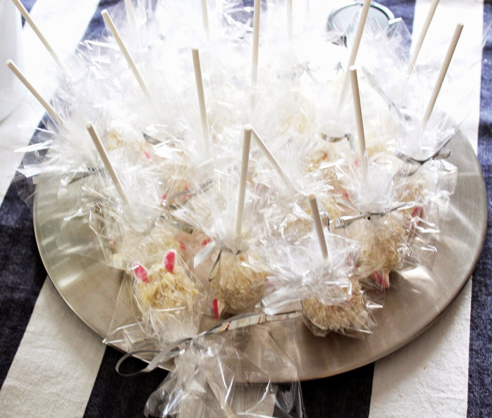 cute cake-pop easter bunnys in wrap