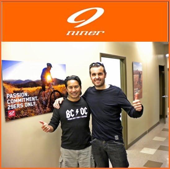 Chris Sugai, l'ànima de Niner Bikes lluint  la nostra  samarreta més  heavy....