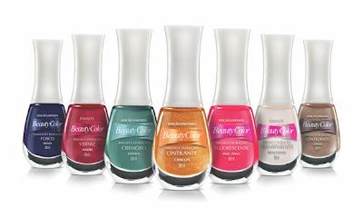 A marca de cosméticos Beauty Color tem uma gama variada de cores para os seus esmaltes de inverno, incluindo verdes e azuis. Os produtos têm base fortalecedora com óleo de girassol e vitamina E, entre outros componentes. Preço sugerido: R$ 2,09* cada. Fonte: MdeMulher