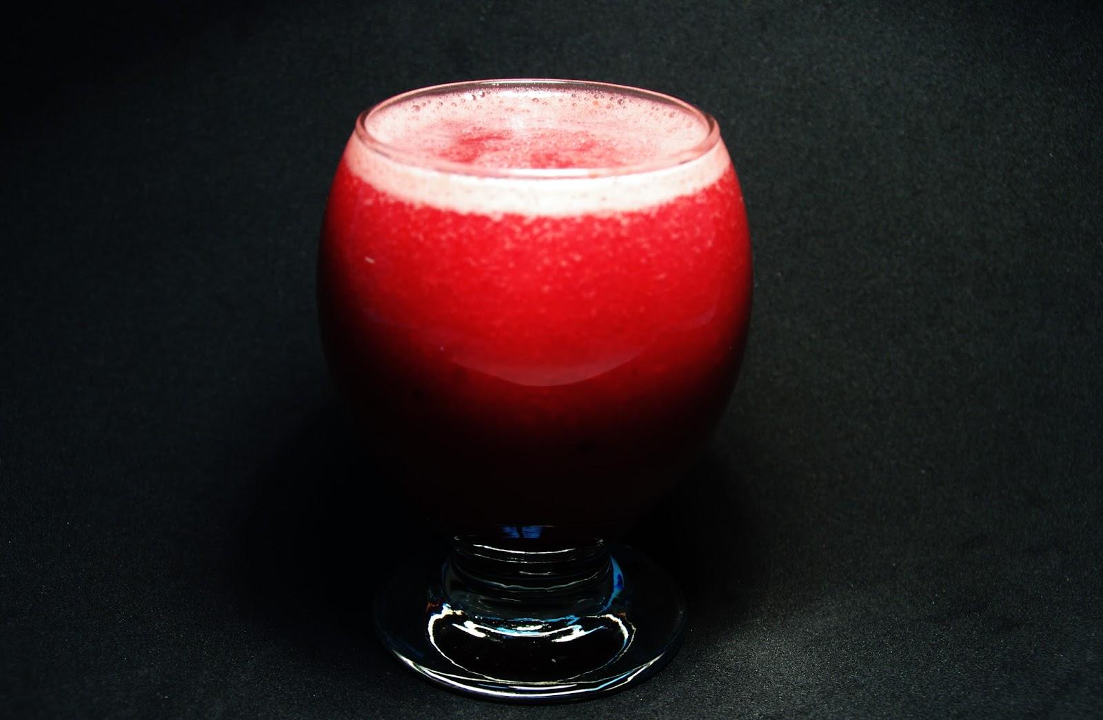 zumo de pomelo, fresas y frutos del bosque