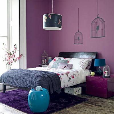 paredes violetas en dormitorio