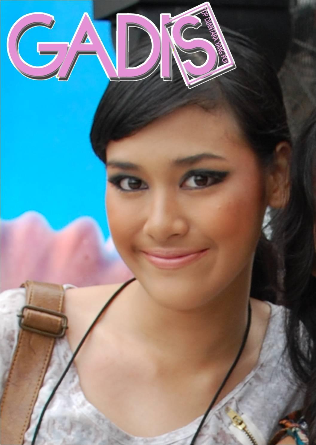 Pemenang Gadis Sampul 2010 ini memang cantik luar biasa. Mukanya