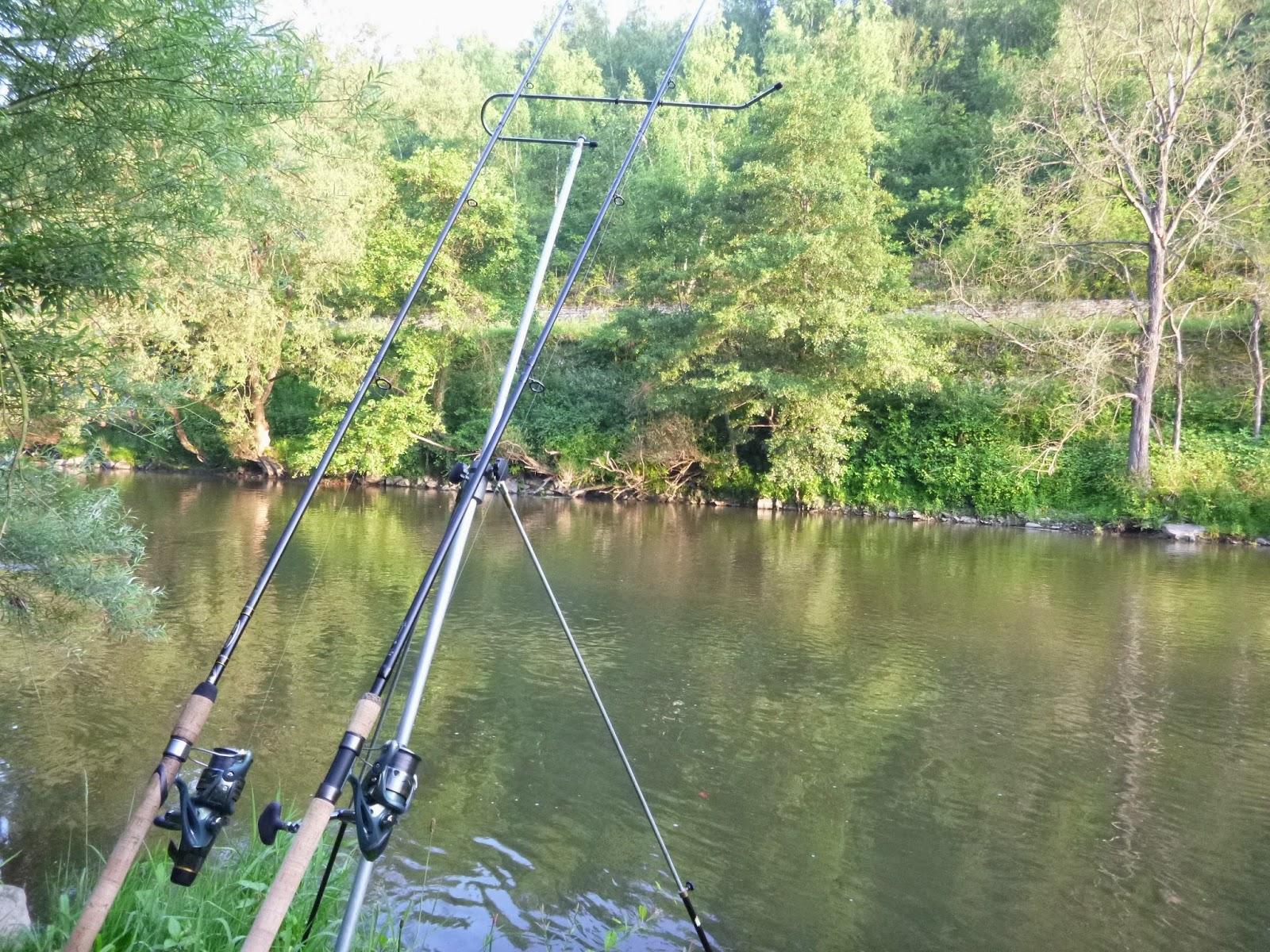 La pêche le bord de Krasnodar avec le bains