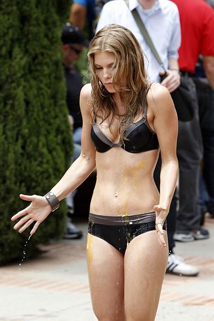 AnnaLynne McCord sexy in bikini