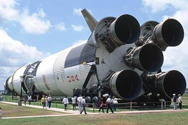 Roket Saturn V