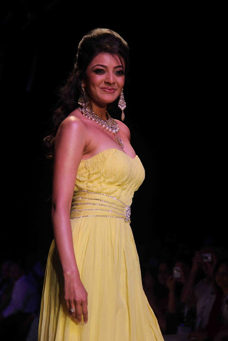 kajal agarwal rwalk at iijw 2011 hot photoshoot