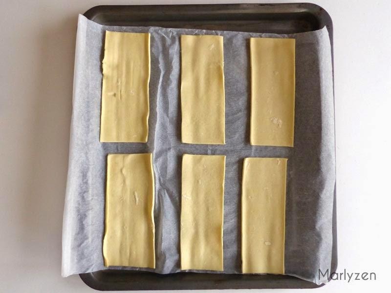 Coupez 6 rectangles de pâte feuilletée.