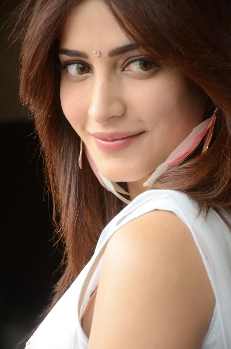 Shruti Hassan Gorgeous Photos in White ~ Hollywood Gossip ...