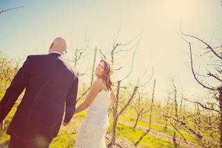 Cave B/Sagecliffe vineyards - Matt and Heather walking together
