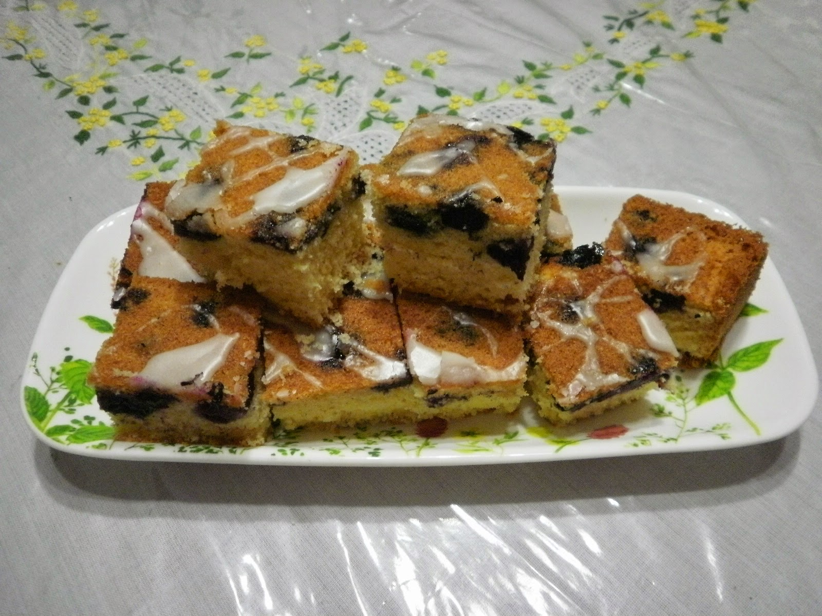 Zara ♥ Baking: MELT IN YOUR MOUTH BLUEBERRY CAKE WITH LEMON GLAZE