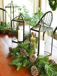 enfeite natalino com pinhas e velas
