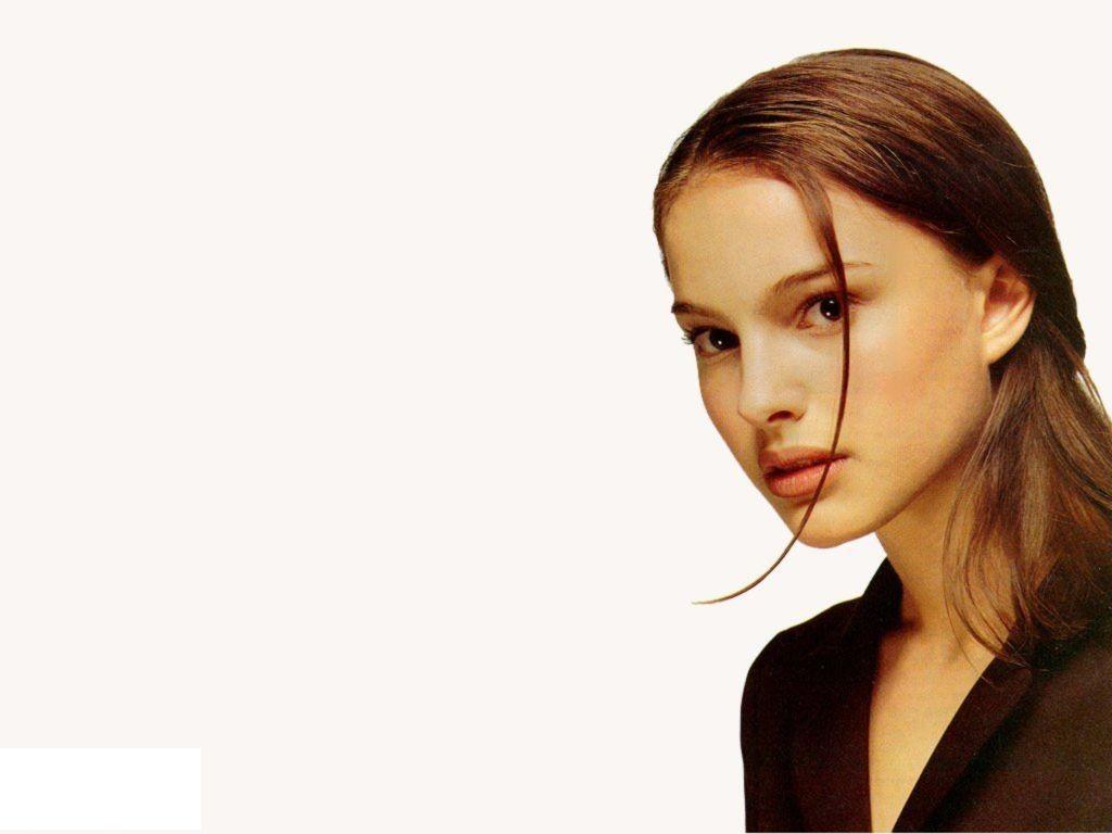 http://1.bp.blogspot.com/-HxZ_GKArEMg/Tt-YtrzdcoI/AAAAAAAACmk/S5rXL4_vMjY/s1600/Natalie_Portman_hair_style_New_Wallpaper.jpg