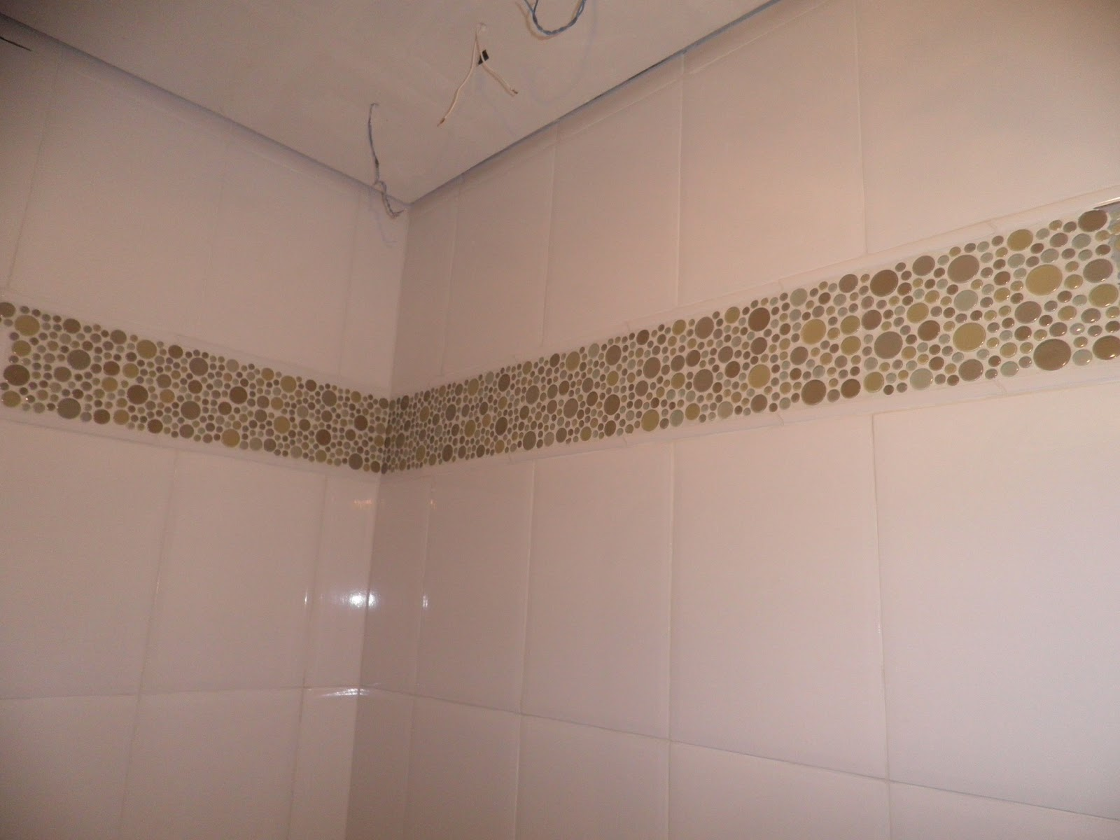 Chuveiro Tradicional Lorenzetti e gesso com bordas em tabica #825C49 1600 1200