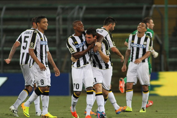 Andrea Lazzari celebrates with Udinese teammates after scoring a goal against Široki