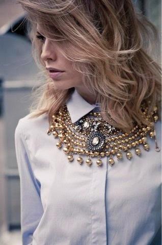 Tendência  moda vários colares grandes