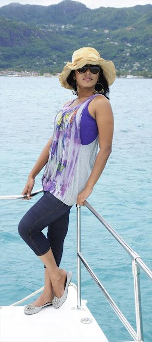 rima kallingal from yuvan yuvathi movie unseen pics