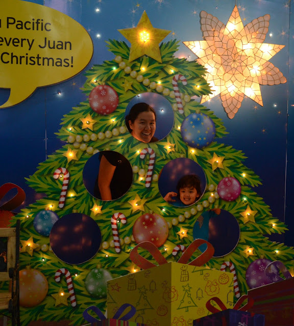 Mama & Kecil behind the Christmas tree