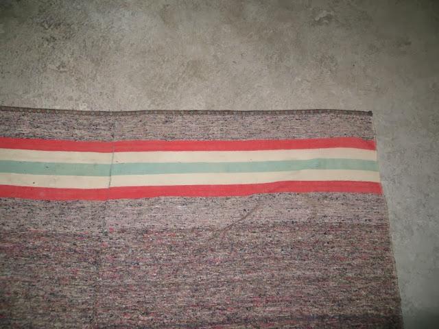 Fotografia de Manta Tradicional feita de restos de tecidos velhos