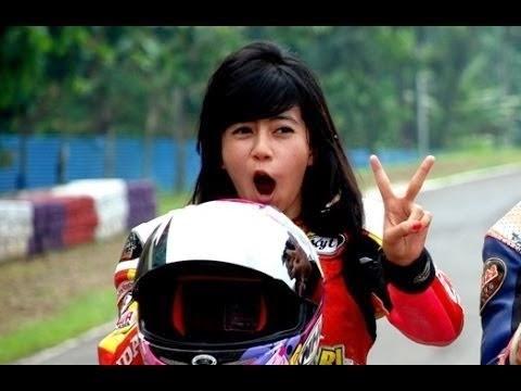 Indri%2BBarbie%2BDragster 303agent.com   Cewek Pembalap Motor Indonesia Tercantik  Indri Barbie