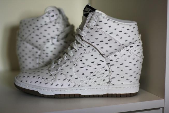 prezzo scarpe nike con zeppa