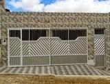 Vende-se uma casa na Rua Santo Antônio, em Mairi