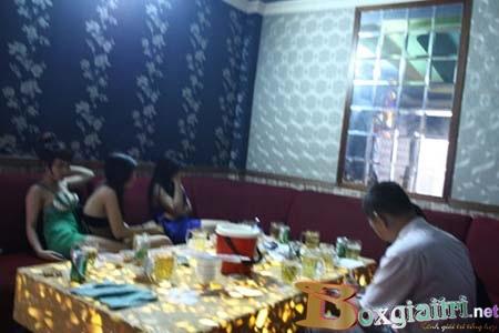 Bắt quả tang nhà hàng chứa gái mại dâm tại Quảng Nin