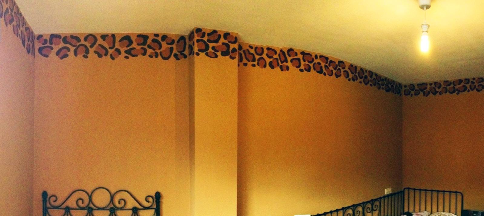 Decopared cenefa de leopardo pintada a mano sobre la pared - Como pintar una pared ya pintada ...