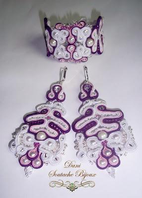 conjunto de brincos e pulseira em soutache branco e roxo