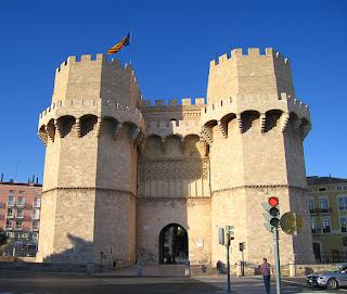 «Torres de Serrans» de Felivet - Trabajo propio. Disponible bajo la licencia Dominio público vía Wikimedia Commons - http://commons.wikimedia.org/wiki/File:Torres_de_Serrans.jpg#/media/File:Torres_de_Serrans.jpg