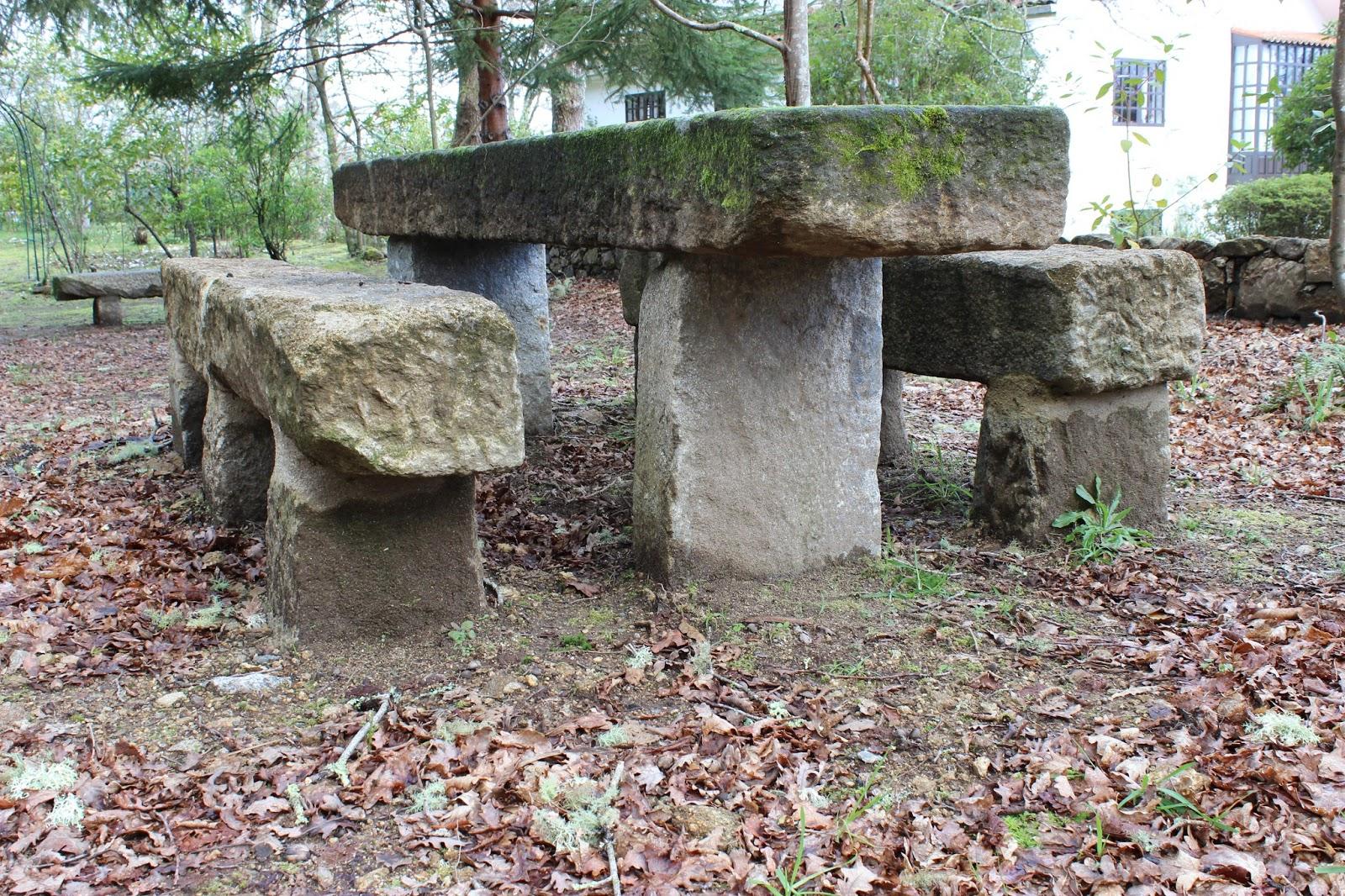 Bancos de jardin de piedra mesa con bancos piedra para - Mesas de piedra para jardin ...