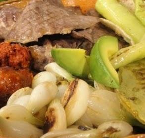 Parillada, receta de parillada, parillada oaxaqueña, parrillada de carne y chorizo, fotografía de parillada, parrillada apetitosa