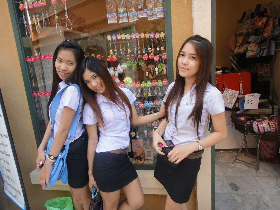 chiang mai girls Beer-bars with working girls in chiang mai loi kroh rd is the place you want to be it's a 300 m stretch of road with a mix of beer-bars, massage shops and restaurants.