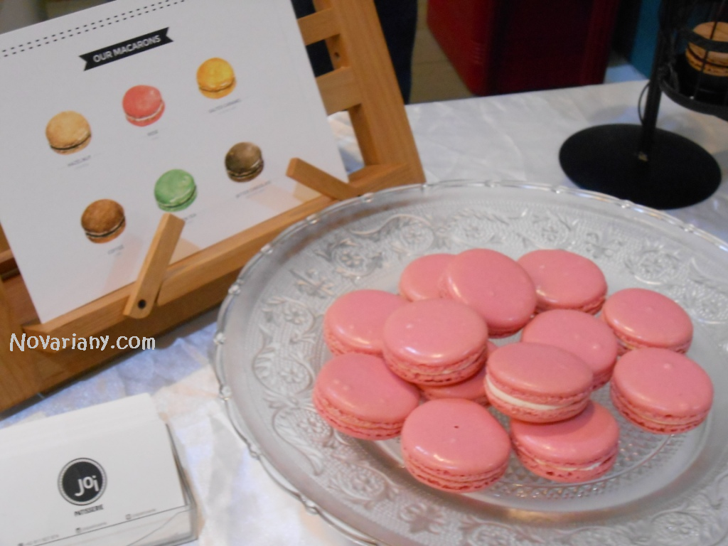 pink macaroons from Joi