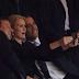 Obama sorprende con 'selfie' en pleno acto por Mandela.