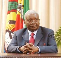 """Guebuza considera """"inaceitável"""" violação das leis laborais por investidores estrangeiros"""