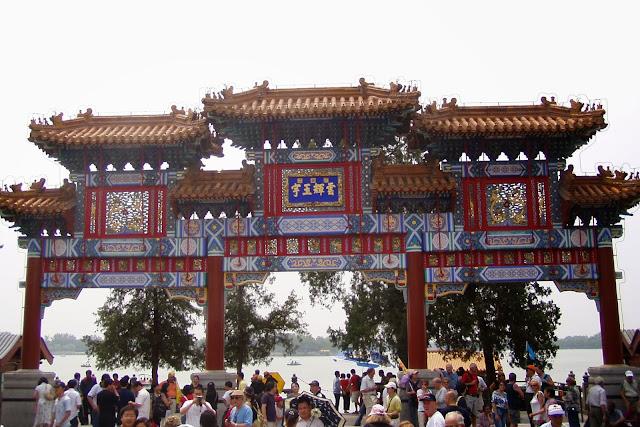Lake Kunming Chinese Gate