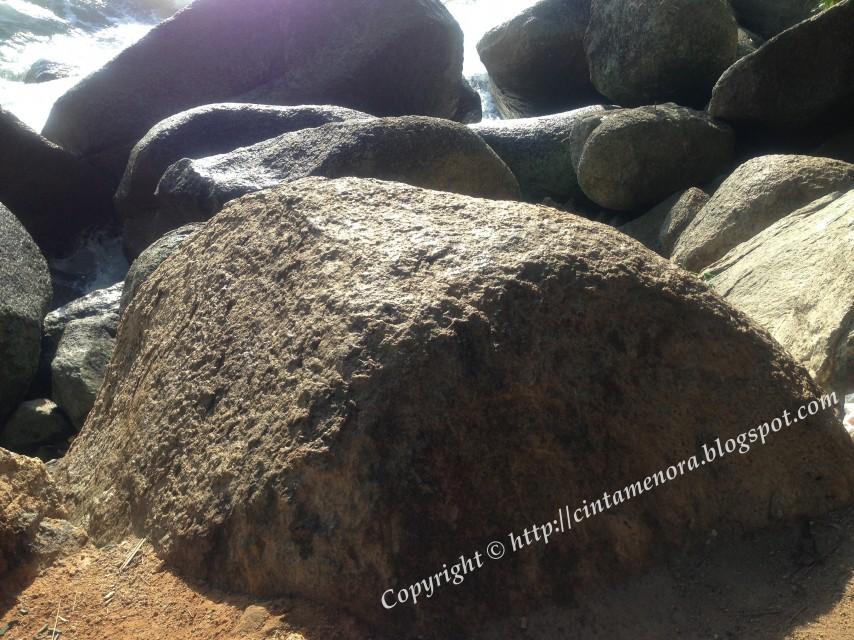 batu tempat syeikh yunus melaungkan azan