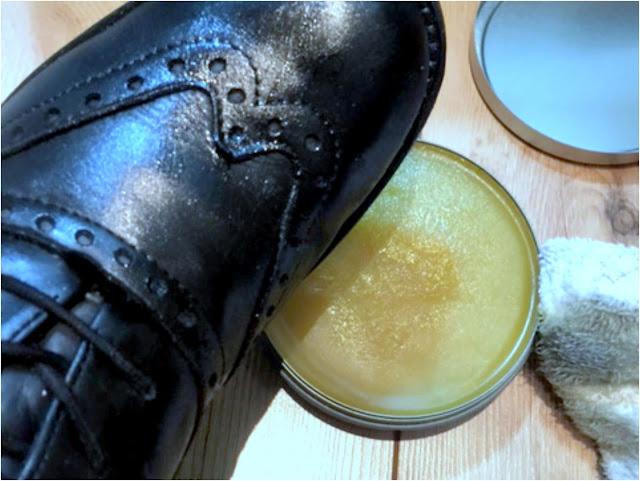 Schuhe gut eincremen und die Pflege dann lange einziehen lassen