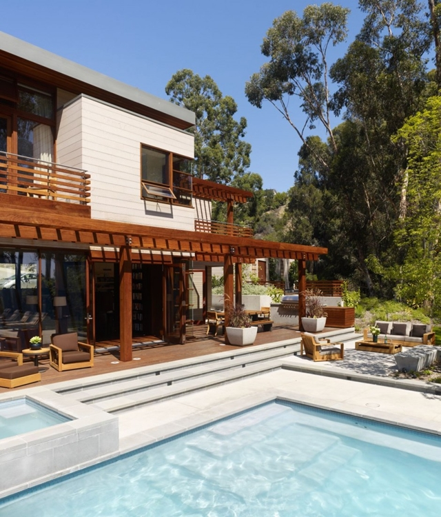 Swimming pool and terrace of the Mandeville Canyon Residence