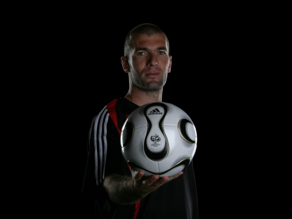 http://1.bp.blogspot.com/-I17pMx_gMQ4/UD6H_U05ukI/AAAAAAAAD1A/2-1iJ_DIqdE/s1600/Zinedine-Zidane-Wallpapers.jpg