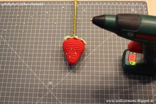 DIY: Erdbeer-Feenstab zum Fasching selber machen; mit kostenloser Anleitung, inklusive Anleitung für eine gehäkelte Erdbeere