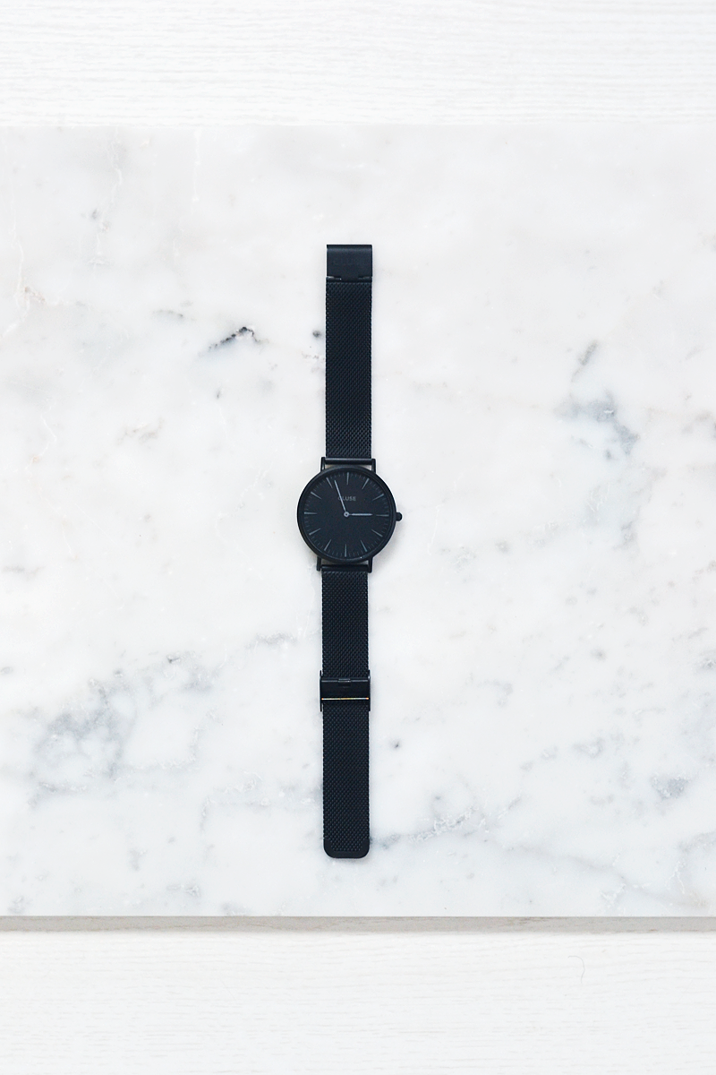 Turn it inside out // Black cluse watch